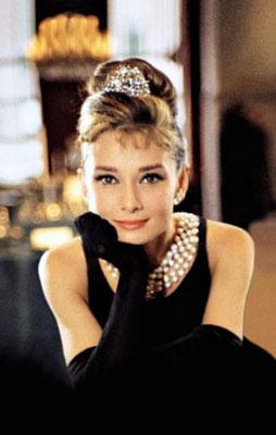 Француженка в черном платье